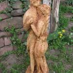 Douglasienholz mit der Kettensäge geschnitzt